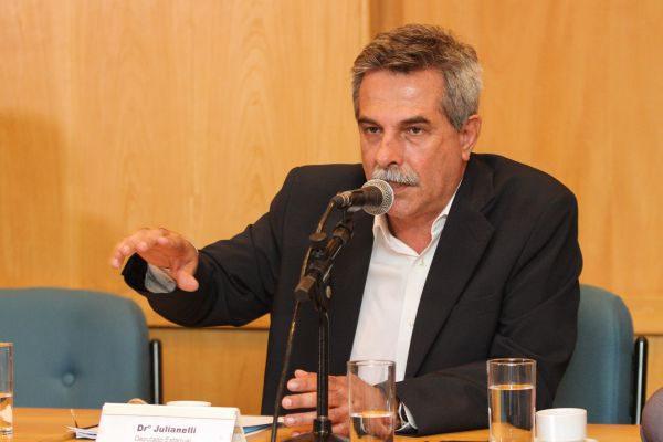 Participando: Dr. Julianelli discutirá retomada das obras do Comperj (Foto: Divulgação Alerj)