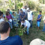 Comunidade rural: IFRJ Pinheiral promoveu ensino de técnicas de poda, de frutificação e de limpeza a famílias da região (Foto: Divulgação)