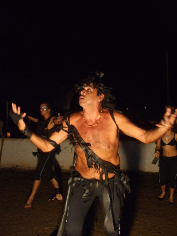 Conscientização: Atores da companhia angrense Cia da Lua apresentarão o espetáculo 'Chora Rio, Rio Chora' (Fotos: Divulgação)