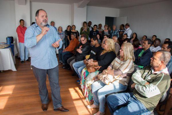 Conversa: Jonas Marins fala com representantes de associações de moradores (Foto: Gabriel Borges – PMBM)