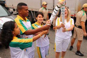 Tocha olímpica encerra ciclo na região