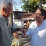Nas ruas: Nelson Gonçalves fez campanha no Aterrado e na Vila Santa Cecília durante o fim de semana (foto: Evandro Freitas - Assessoria de Imprensa)