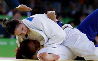 Mayra fez bonito ao se recuperar de derrota e ficar com o bronze