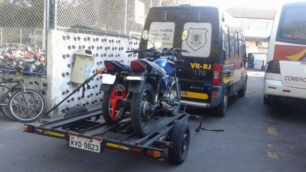 Veículos foram autuados por estacionamento irregular e levados para o Depósito Público Municipal, na Ilha São João (foto: Cedida pela Guarda Municipal)