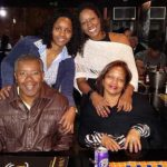 Em família: Keila, Karla,  César e Wanda ressaltam que convivência superou ciúme que havia no começo da relação