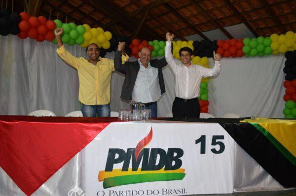 Juntos: Jorge Serfiotis (no meio) terá Ailton Marques (á esquerda) como vice e conta com o apoio de Alexandre Serfiotis (à direita) (Foto: Dorinha Lopes)