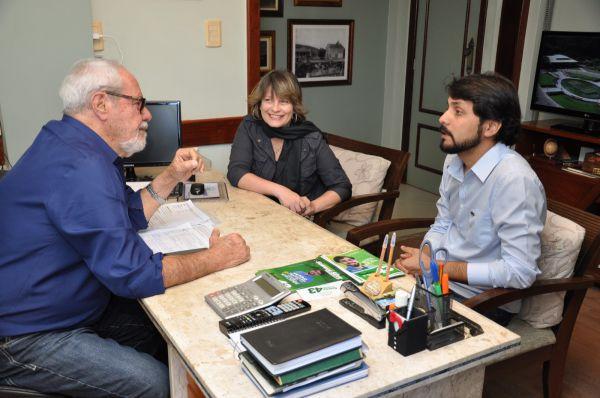 O empresário Mauro, Samuca Silva e Dayse discutem projetos para Volta Redonda (Foto: Vinicius Araújo - Assessoria de Imprensa)