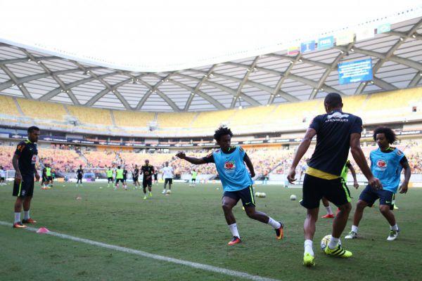 Preparação: Jogadores treinaram em campo reduzido e testaram a movimentação com a bola (Lucas Figueiredo/CBF)