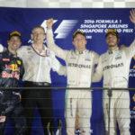 No pódio: Nico Rosberg venceu seguido por Daniel Ricciardo e Lewis Hamilton (Foto: Foto Studio Colombo/Pirelli)