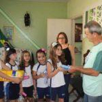 Fruto de campanha: Alunas doaram materiais de limpeza e de higiene pessoal para o Asilo Vila Vicentina, no Ano Bom (Foto: Divulgação/UBM)