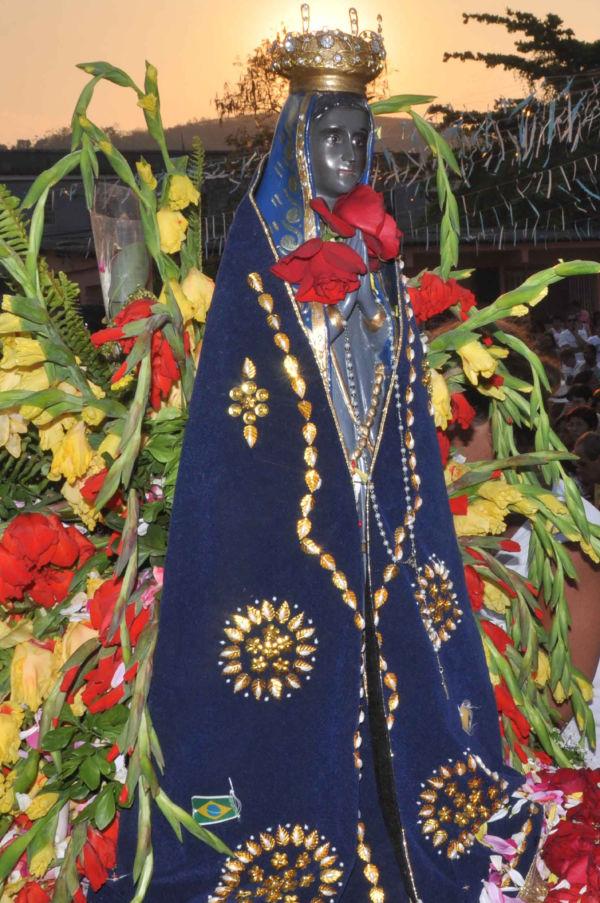 Padroeira do Brasil: Imagem de Nossa Senhora Aparecida apareceu pela primeira vez nas águas do rio (Foto: Arquivo)