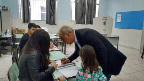 Baltazar votou no Colégio Miguel Couto, no Jardim Normândia
