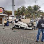 Capotamento: Acidente na manhã de hoje em Barra Mansa, próximo a entrada da Vila Principal (Foto: Enviada via WhatsApp)