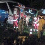 Fatal: Ônibus foi atingido por um caminhão no Km 259, na altura do bairro Ponte Preta, em Barra do Piraí (Foto: Enviada via WhatsApp)