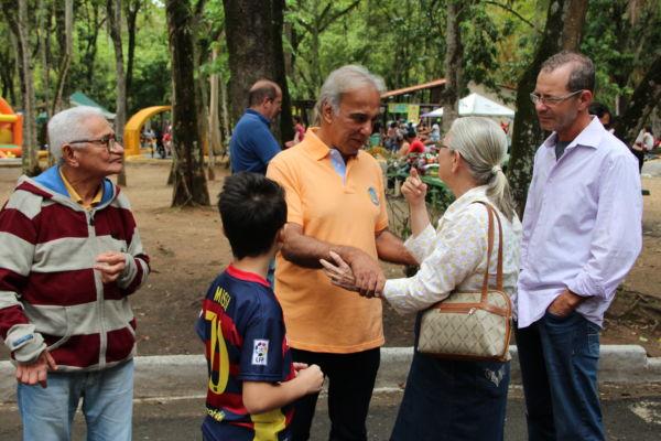 : Baltazar vai ao zoológico de Volta Redonda e conversa com visitantes (foto: Divulgação)