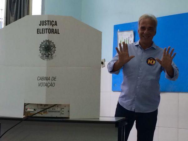 Baltazar votou no Colégio Miguel Couto, no Jardim Normândia (foto: Assessoria de Imprensa)