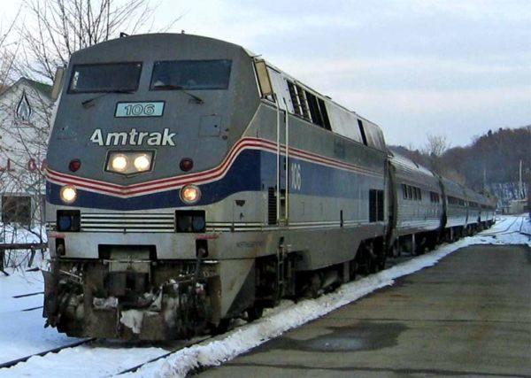 Moderno: Um trem de passageiros da Amtrack americana