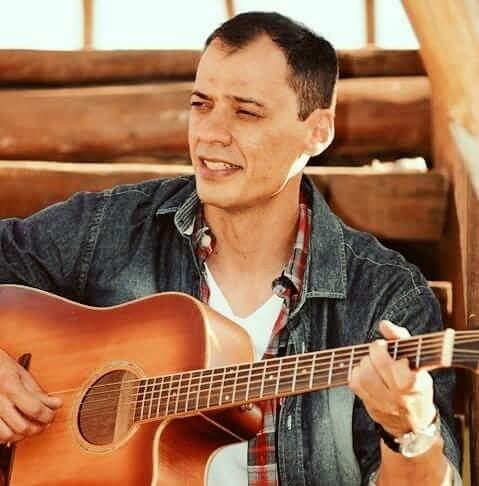 Música: Show de Bruno Perez promete animar a noite de quinta-feira em Angra dos Reis