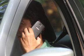 Multa gravíssima: Usar celular ao volante pesará mais no bolso