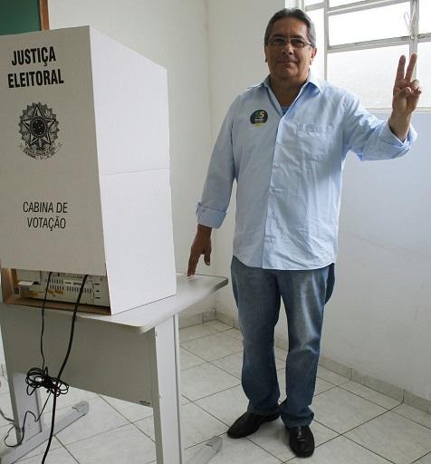 Nelson vota no ICT e aposta no segundo turno