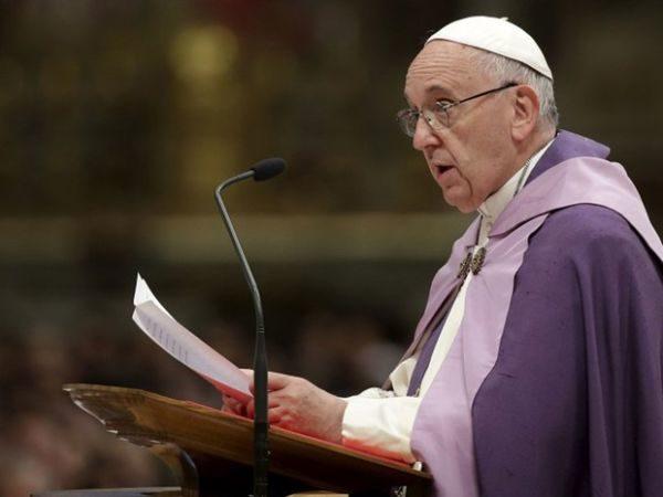 Papa Francisco alerta para atos contra a humanidade no Iraque