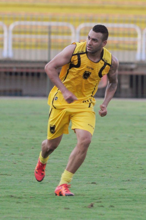 Garantido: Atacante David Batista, autor de gols importantes no título da Série D, firmou compromisso até ano que vem (Foto: Paulo Dimas)