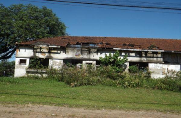 Na foto, parte do ex-escritório local da CSN, que está desabando