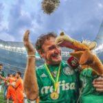 Antigo pé frio: Cuca conquistou o título de campeão brasileiro com o Palmeiras depois da vitória sobre a Chapecoense (Foto: Ricardo Stuckert/CBF)
