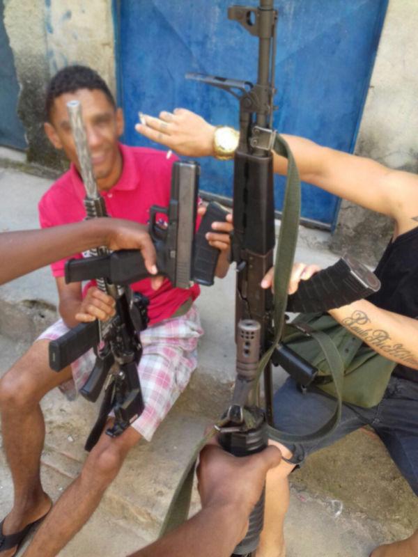 Fotos de homens armados e que seriam de Angra dos Reis circulam por redes sociais; comandante negou