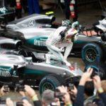 Euforia: Fã de Ayrton Senna, Lewis Hamilton conquistou pela primeira vez uma vitória no GP do Brasil (Foto: Divulgação/FIA)