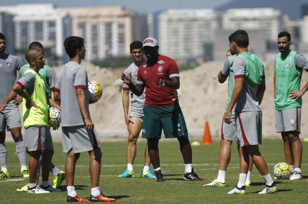 Mãos à obra: Marcão comanda treino do Fluminense no CT Pedro Antonio, na Barra da Tijuca (Foto: Nelson Perez/Fluminense F.C.)