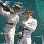 Dupla de sucesso: Ao longo do ano, Nico Rosberg e Lewis Hamilton fizeram sete vezes a dobradinhas para a Mercedes (Foto: Arquivo)