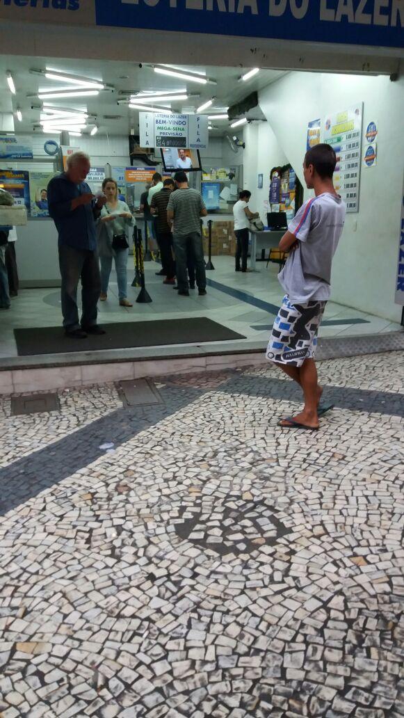Em Barra Mansa: Com a chegada do fim de ano a tendência é aumentar o número de pedintes pelas ruas (Foto: Arquivo)