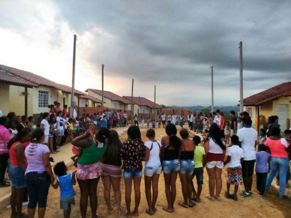 Famílias inteiras participam de ações realizadas pelo projeto (Foto: Divulgação)