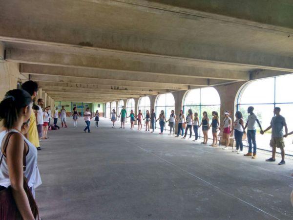 Orar em Ação: Grupo vai à escolas e comunidades carentes levar mais amor e alegria (Foto: Divulgação)