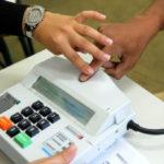Banco de dados: Leitor biométrico confirma a identidade de cada cidadão por meio de impressões digitais únicas (Foto: Fotos Públicas)