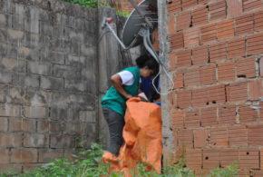 Moradores recebem agentes de endemias no Dia D de combate ao Aedes aegypti