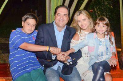 O empresário Rogério Loureiro e Cristiane Cotrim Loureiro com os filhos Sergio Loureiro e Maria Fernanda Loureiro