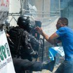 Em crise: Policiais e manifestantes entraram em confronto durante sessão na Alerj (Foto: Tomaz Silva/Agência Brasil)