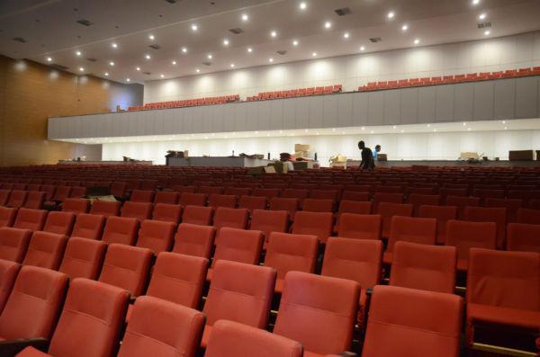 Moderno e espaçoso: Teatro Maestro Franklin fica no Colégio Getúlio Vargas e conta com lugar para quase 800 pessoas (Foto: Divulgação PMVR)
