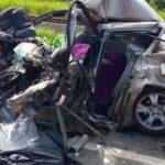 Veículo onde as vítimas fatais estavam ficou destruído (Foto: Cedida pela PRF)