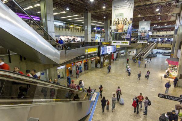 Pesando no bolso: Empresas não serão mais obrigadas a oferecer franquia de bagagem e poderão cobrar por qualquer volume despachado (Foto: Arquivo)