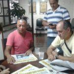 : Ao lado de Zezinho, Sandoval Pinto conhece a redação do DIÁRIO DO VALE