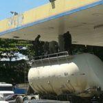 Caminhão onde corpo foi encontrado estava  num posto de combustível no bairro Boa Vista (Enviada via WhatsApp)