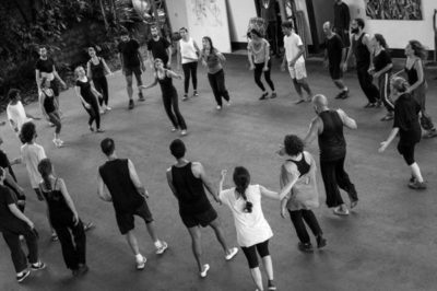 Em ação: Residência contou com quatro oficinas de treinamento físico e vocal e uma oficina de palhaçaria (Fotos: Divulgação)