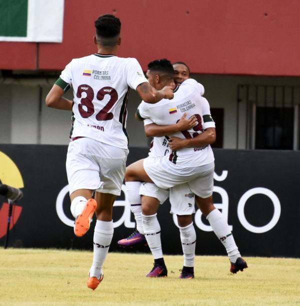 Destaques jovens: Douglas, do Fluminense, comemora o gol marcado com um abraço em Wellington (Foto: Mailson Santana/Fluminense F.C)