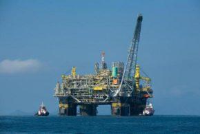 Com petróleo em alta, países produtores comemoram acordo para diminuir produção