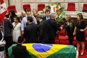 Corpo de Teori Zavascki é enterrado em Porto Alegre