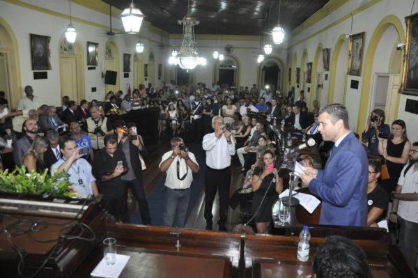 Discurso: Rodrigo fala durante cerimônia de posse no Palácio Barão de Guapy (Foto: Paulo Dimas)