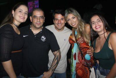 Luiza, DJ Celso Badauê,  advogado Gustavo Possidente, psicóloga Patrícia Possidente e Roberta, na pista do Dancing Days